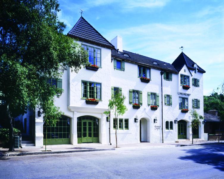 exterior-of-lauberge-hotel
